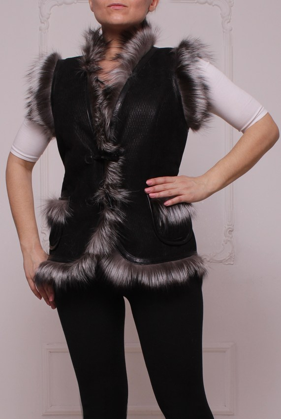 Vest with fur trim fox