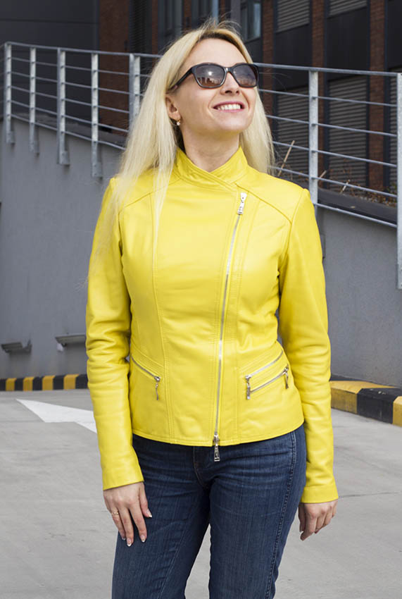 Leather jackets : Bright,short leather jacket with zipper